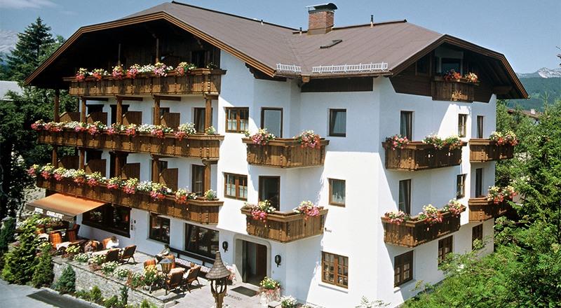 Hotel Charlotte Sommer Außenansicht