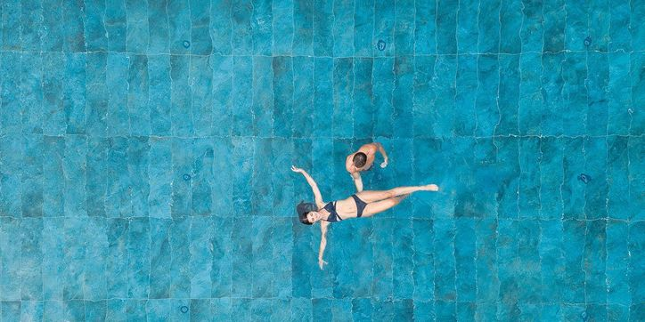 Ganzjährig beheizter Infinity-Pool