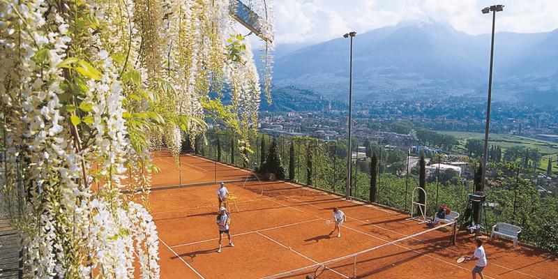 Tennis über den Dächern der Kurstadt