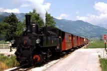 Touristenzug der Zillertalbahn mit Lok 3