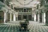 Bibliothek im Kloster Neustift