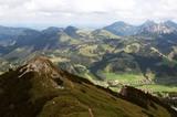 Blick auf die Kühgundspitze (1.852 m) über dem Tannheimer Tal