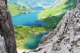Blick vom Grat der Lachenspitze über Lache und Traualpsee hinab zum Vilsalpsee