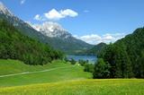 Grüne Wiese vor Hintersteinersee