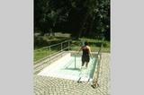 Im Kneippbecken beim Wassertreten