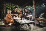 Backen im Ötzi-Dorf