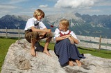 Kinder in den Tiroler Bergen
