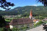 Kirche von Kiens mit Ehrnburg