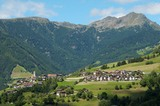 Latzfons (1160m) mit Koenigsanger Spitze