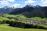 Niederdorf im Pustertal mit Haunold (2966m) und Dolomiten