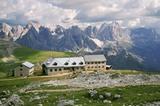 Schlernhaus (2457 m) mit Rosengarten und Latemar