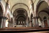 Stiftskirche Innichen Innenschiff mit der viel verehrten Kreuzigungsgruppe (erbaut um 1.250)