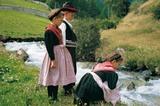 Südtiroler Kinder mit Trachten