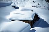 verschneite Hütte in Osttirol