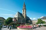 Waltherplatz mit Pfarrkirche in Bozen